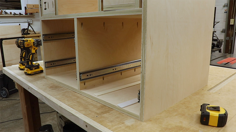 Using paint stirrers for spacing of the drawers