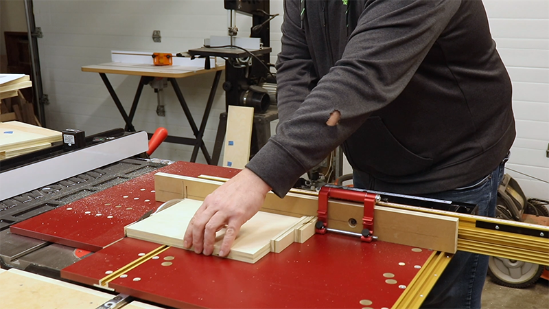 Using two cutoffs to accurately measure drawers fronts and backs