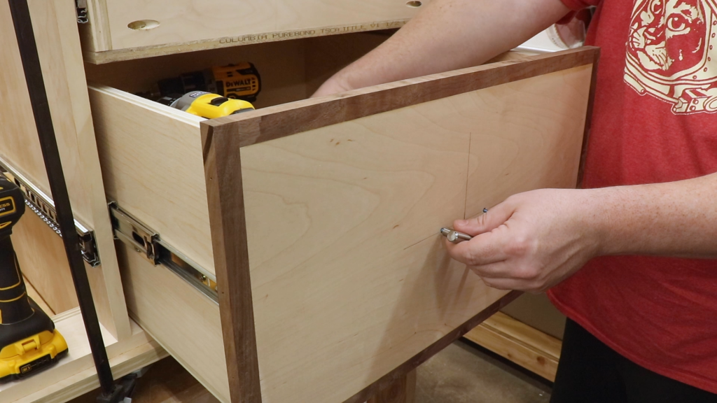 Attaching the Drawer Pulls