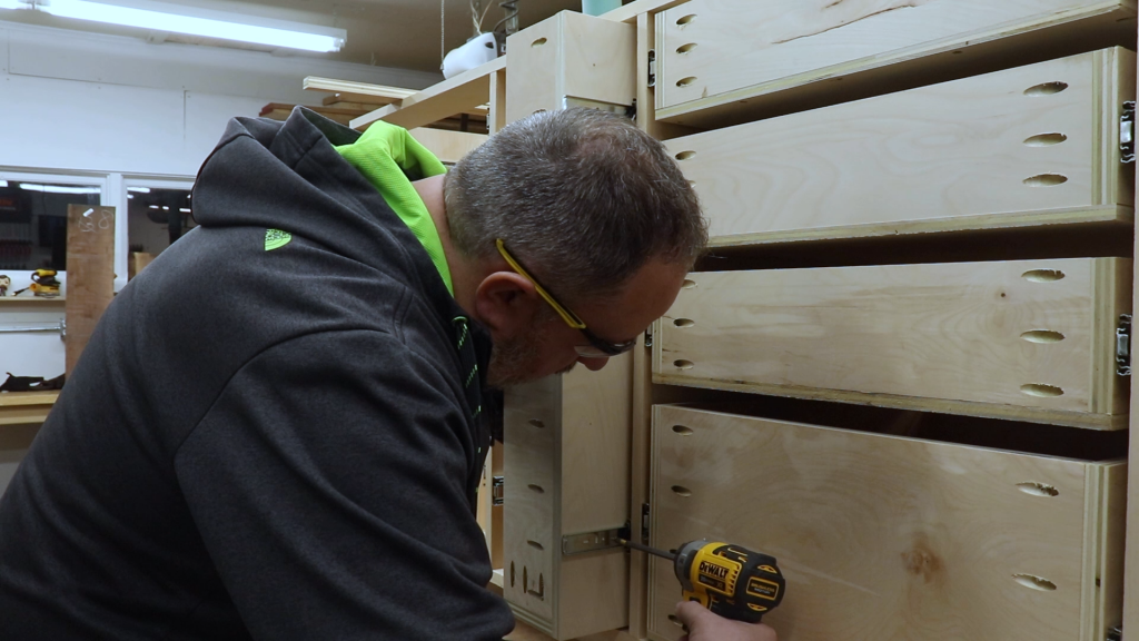 Attaching the Drawer Slides